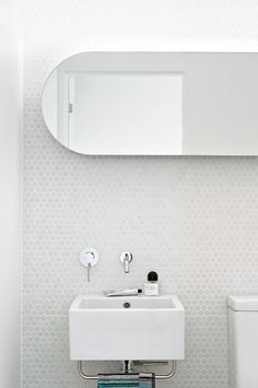 Modern white bathrooms. Architect  by Campbell Architecture (campbellarchitecture.com.au).