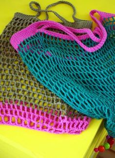 Free Reusable Crocheted Grocery Bag Pattern (Click on the first hi-lighted link for instructions in English)
