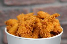 Tutti in coda per il pollo fritto del Kentucky