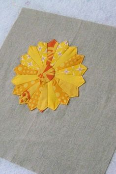 Sunny yellow dresden on linen... Love the Dresden plate and would be lovely as a potholder or a larger piece for a table centerpiece.