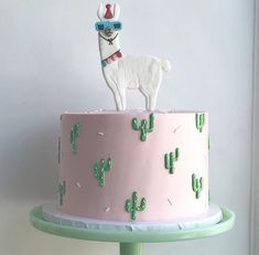 Party Llama for the cutest ? Parti Lama pour le plus mignon . Llama Birthday, 14th Birthday, Birthday Parties, 14 Birthday Cakes, Birthday Treats, Dessert Halloween, Cactus Cake, Cactus Food, Cactus Cupcakes