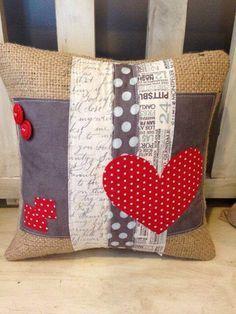 New Sewing Pillows Patchwork Ideas Patchwork Cushion, Quilted Pillow, Patchwork Quilting, Quilts, Patchwork Heart, Patchwork Ideas, Cute Pillows, Diy Pillows, Decorative Pillows