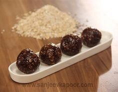 Khajur aur Chocolate Oats Laddoo