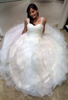 Ho rapito una sposa le ho fatto indossare degli abiti  e l'ho fatta posare per me....ispirerà la mia nuova Collezione Sposa  Alessandro Tosetti Www.tosettisposa.it #wedding #matrimonio #nozze #weddingdrrss #abitidasposa2014 #abitidasposo