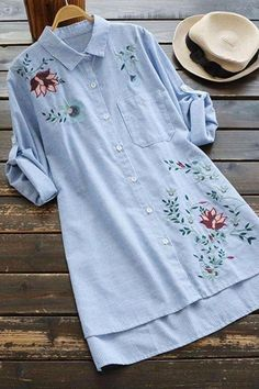 Cumpleaños Embroidery On Clothes, Embroidered Clothes, Embroidery Fashion, Kurti Designs Party Wear, Kurta Designs, Blouse Designs, Muslim Fashion, Hijab Fashion, Fashion Outfits