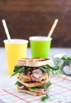 Sandwich de hummus, pavo y canónigos   Receta paso a paso   Unodedos.com
