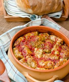 Sarmale in foi de varza murata Meat Recipes, Cooking Recipes, Healthy Recipes, Romanian Food, Romanian Recipes, Good Food, Yummy Food, Special Recipes, Gastronomia