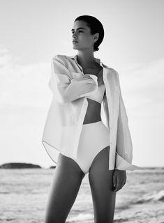 Swimwear Editorial Vogue Fashion Photography 45 Ideas Source by swimwear Foto Fashion, Fashion Shoot, Editorial Fashion, Trendy Fashion, Editorial Hair, Magazine Editorial, Fashion 2016, Fashion Black, Fashion Men