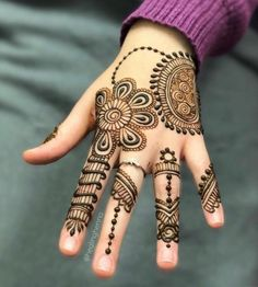 People having interest in fashion are much inclined towards the mehndi designs. If you are among beginners and love to try out different mehndi patterns and motifs then these easy mehndi designs are just perfect for you. Cool Henna Designs, Mehndi Designs For Kids, Latest Bridal Mehndi Designs, Full Hand Mehndi Designs, Stylish Mehndi Designs, Mehndi Designs 2018, Mehndi Designs For Beginners, Mehndi Designs For Fingers, Beautiful Mehndi Design