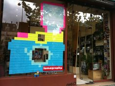Lomography - Post-it War au Gallery Store Franz Liszt ! Art Post-it, Post Its, Post It Art, Lomography, 8 Bit, Pixel Art, War, Note, Wall Art