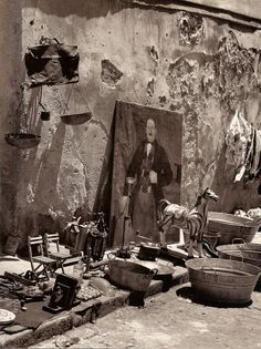 'El Rastro de Madrid', flea market in Madrid, 1950's / Photo by Francesc Català-Roca