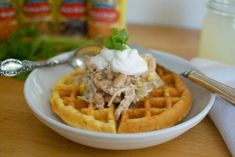 This white bean chicken chili with cornbread waffles is a creamy soup with hearty lean chicken and protein packed beans make this a crowd pleasing meal! Cornbread Waffles, White Bean Chicken Chili, Fall Soup Recipes, Protein Pack, White Beans, Veggies, Meals, Lifestyle, Breakfast