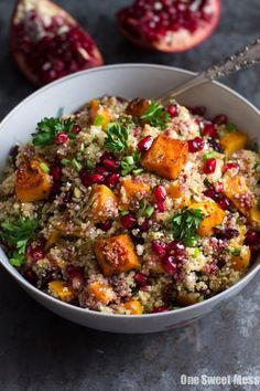 Roasted Butternut Squash Quinoa Salad Roasted Butternut Squash Quinoa Salad: This fall salad is healthy, naturally gluten-free, and loaded with veggies and seasonal fruit. - Roasted Butternut Squash Quinoa Salad - One Sweet Mess Chicken Salad Recipes, Healthy Salad Recipes, Vegan Recipes, Cooking Recipes, Healthy Meals, Winter Salad Recipes, Recipes With Quinoa, Vegetarian Quinoa Recipes, Fall Recipes