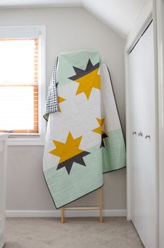 Sewing Block Quilts Star Shadows - Modern quilt pattern from available in September/October issue of Modern Patchwork Big Block Quilts, Modern Quilt Blocks, Star Quilts, Scrappy Quilts, Baby Quilts, Patchwork Quilting, Quilting Fabric, Fabric Art, Modern Quilting Designs
