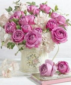 How to arrange flowers. It's easier than most people think to make a beautiful flower arrangement. You can save a lot of money by picking or buying fresh flowers and making your own arrangement. Beautiful Flower Arrangements, My Flower, Floral Flowers, Pretty Flowers, Flower Vases, Floral Arrangements, Birthday Flower Arrangements, Fresh Flowers, Dahlia Flower