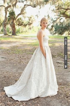 wedding dress with pockets | CHECK OUT MORE IDEAS AT WEDDINGPINS.NET | #bridesmaids