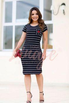 Consigue este diseño en nuestro sitio web, #modaevangelica #modaparamujeres #vestidos #faldas #ropaparadama #modacolombia Look Fashion, Fashion Show, Short Sleeve Dresses, Dresses With Sleeves, Ideias Fashion, Outfits, Chic, My Style, Women