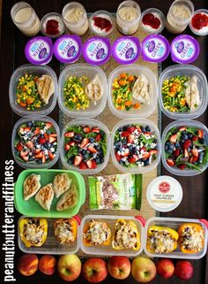 Meal prep Monday! This week I've got some colorful food - Southwest Turkey Stuffed Peppers, Summer Chicken and Berry Salad, Chicken and Mixed Veggies, Peanut Butter and Jelly Overnight Oats, fruit and snacks. All the recipes are up on my blog! Meal prepping is my favorite way to stay on track with my goals :) #MealPrepMonday