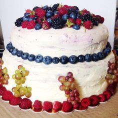 Свадебный торт. Брауни, шоколадный бисквит с миндалем, вишневый и кофейный муссы.