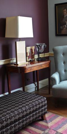 Projektsteuerung einer Grundsanierung und stilgerechtes Farb- und Wohnkonzept im Georgian House. Aubergine lila und eisblau 60er Tischlampe, Burberry Stoff für Teppich harryclark colour4design