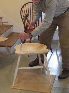 Continuous Arm Windsor Chair – Part 1 Bedroom Furniture Sets, Bedroom Sets, Furniture Design, Primitive Dining Rooms, Chair Parts, Bench Vise, Natural Curves, Country Furniture, House Design