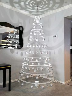 125 classic christmas wall trees to copy right now - page 36 > Homemytri.Com The small attention to the absolute most passionate food of the season Eieiei, the Xmas celebration Best Christmas Lights, Small Christmas Trees, Silver Christmas, Simple Christmas, Modern Christmas Decor, Handmade Christmas, Holiday Decor, Holiday Crafts, Office Christmas