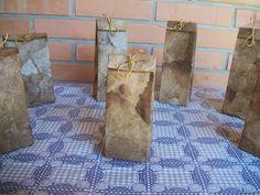 Caixas de presente feitas  de caixinhas de leite e de suco, revestidas de filtros de café