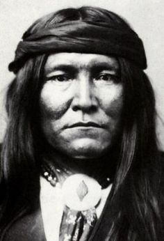 From Geronimo and Cochise to Sitting Bull and Crazy Horse, here are the 10 fiercest Native American chiefs. Apache Native American, Apache Indian, Native American Wisdom, Native American Photos, Native American History, Native Indian, American Indians, Geronimo, American Frontier