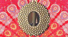 pego-unas-chapas-de-botella-a-este-tablon-de-madera-para-crear-este-espectacular-espejo-03