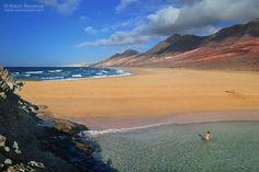 Antonio Barragán Cabrera Playas dobles en la costa de Barlovento de #Fuerteventura en una imagen de Saúl Santos Tenerife, Costa, World Pictures, Canario, Canary Islands, Honeymoon Destinations, Adventure Travel, Beautiful Places, Around The Worlds