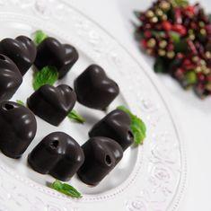 Budinca raw vegan cu ciocolata si alune de padure - Arome de poveste Raw Vegan, Deserts, Sweets, Fruit, David, Banana, Gummi Candy, Candy, Postres
