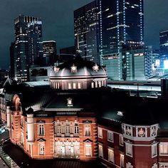 Instagram【kinokuniya_gd】さんの写真をピンしています。 《‥ 灯りの色  Book of the night さぁ帰ろう。  #landscapes #landscape_lover #photography #travel #beauty  #photo #japantravel #2017 #beautiful #loves_nippon #loves_travel #phos_japan #Japan #nightphotography #nightview #nightsky #nightshot #nighttime #夜景 #tokyostation》