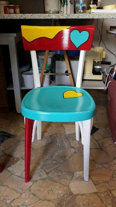 24 Easy Ideas to Create Your Own Sofa Whimsical Painted Furniture, Hand Painted Furniture, Funky Furniture, Upcycled Furniture, Furniture Makeover, Furniture Design, Hand Painted Stools, Painted Tables, Funky Chairs