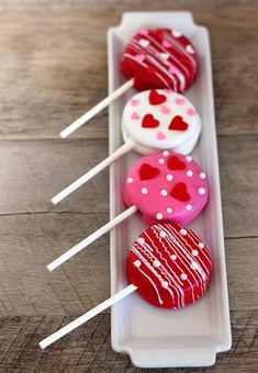 DIY Home Decor: Valentine's Day Oreo Pops - Happiness is Homemade
