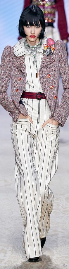 Louis Vitton Spring 2020 RTW - 2020 Fashions Woman's and Man's Trends 2020 Jewelry trends Women's Runway Fashion, Spring Fashion Trends, All Fashion, Fashion 2020, Couture Fashion, Fashion Brands, Fashion Show, Autumn Fashion, Womens Fashion