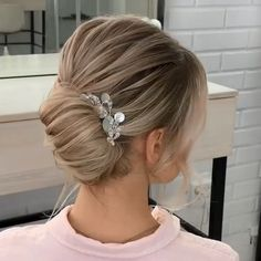 Will you wanna learn how to achieve latest wedding hairstyles trends for bride? View the link below to get more Easy Wedding Hairstyles Tutorials Trends Short Hair Styles Easy, Medium Hair Styles, Curly Hair Styles, Updo Hairstyles Tutorials, Bride Hairstyles, Hairstyles Videos, Bridal Hair Updo, Wedding Updo, Hair Upstyles