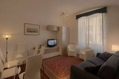 Located on the first floor of a historic building with lift, the 60 m² apartment can sleep up to 5 people. Wooden flooring in all the rooms gives the apartment a warm, welcoming atmosphere. The...