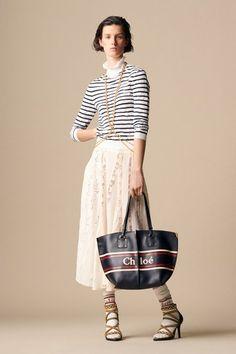 Chloé Parigi - Pre-Spring 2019 - Shows - Vogue. Chloe Fashion, Fashion Mode, Fashion Week, Runway Fashion, High Fashion, Womens Fashion, Fashion Trends, Spring Summer Fashion, Winter Fashion