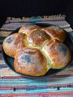 Chifle simple reteta cu lapte(14) Bread Recipes, Cake Recipes, Cooking Recipes, Cooking Bread, Good Food, Yummy Food, Romanian Food, Chicken Cordon Bleu, Dessert Drinks