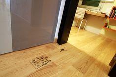 Stampa diretta a NanoColoranti su legno. Parquet personalizzato di un corridoio. 00124