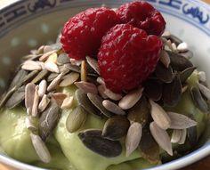 Banan- och avokadoyoghurt Paleo Breakfast, Fruit Salad, Strawberry, Diet, Health, Desserts, Blogg, Food, Fun Stuff