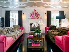 Cute hangout for the girls!! I love the pink couches<3