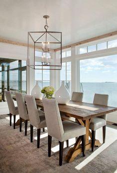 table de salle a manger avec plusieurs chaises élégantes assises grises