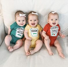 3 choices: ketchup, mustard, or relish. Quality Heinz licensed baby onesie. Funny Baby Clothes, Funny Babies, Boy Onesie, Onesies, Funny Baby Shower Gifts, Baby Halloween Costumes For Boys, Halloween Kids, Couple, Ketchup