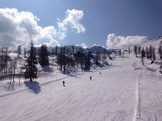Die Skisaison endet kurz vor Ostern. Bei strahlendem Sonnenschein auf der Schlanitzen Alm.