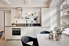 Un estudio de estilo contemporáneo: Mucho diseño y buenas ideas para separar ambientes.