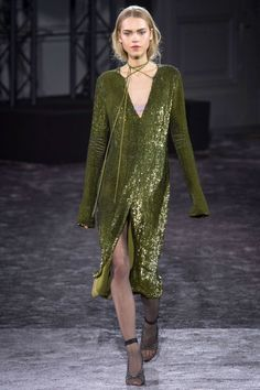 Nina Ricci Fall 2016. See all the best runway looks from Paris Fashion Week here: