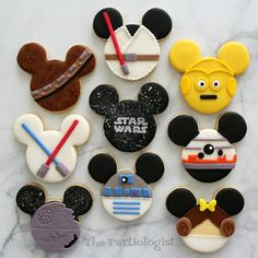 I& turned Mickey and Minnie into Disney Themed Star Wars Cookies! Come see all your favorite Star Wars characters. Star Wars Cookies, Star Wars Cake, Star Wars Party, Star Wars Cupcakes, Disney Desserts, Disney Food, Halloween Cookies, Christmas Cookies, Disney Cookies