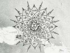 Sak Yant Tattoo in Thailand – Spirituelles Ritual verspricht lebenslangen Schutz Tatouage Sak Yant en Thaïlande – Un rituel spirituel promet une protection à vie Yantra Tattoo, Sak Yant Tattoo, Armband Tattoo, Mandala Tattoo, Arm Tattoo, Ganesha Tattoo, Maori Tattoos, Symbol Tattoos, Samoan Tattoo