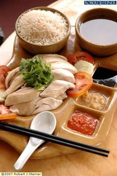 Hainanese Chicken Rice is the best! Singapore Chicken Rice, Hainan Chicken Rice, Singapore Food, Hainanese Chicken Rice Recipe, Chicken Rice Recipes, Asian Street Food, Asian Recipes, Ethnic Recipes, Malaysian Food